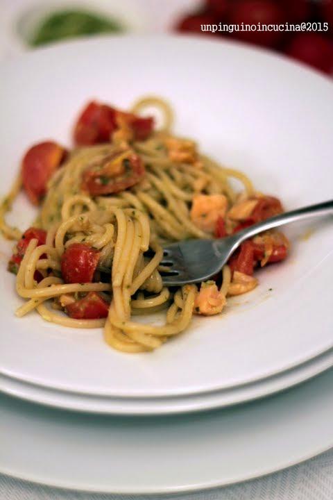 spaghetti-pomodorini-pesto-salmone-affumicato