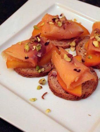 crostini-salmone-caco-pistacchi
