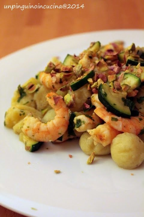gnocchi di patate ai pistacchi con zucchine e gamberi
