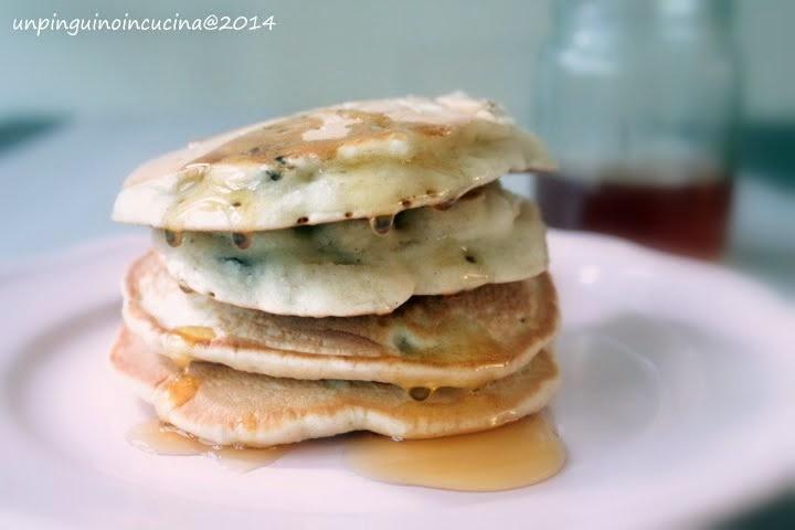 Pancake leggeri (senza uovo e senza latte) con pere e uvetta