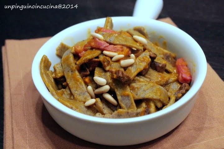 Pizzoccheri fatti in casa con pesto alla zucca, pancetta e funghi porcini