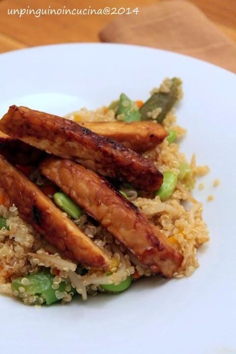 Quinoa con verdure asiatiche e tempeh alla piastra