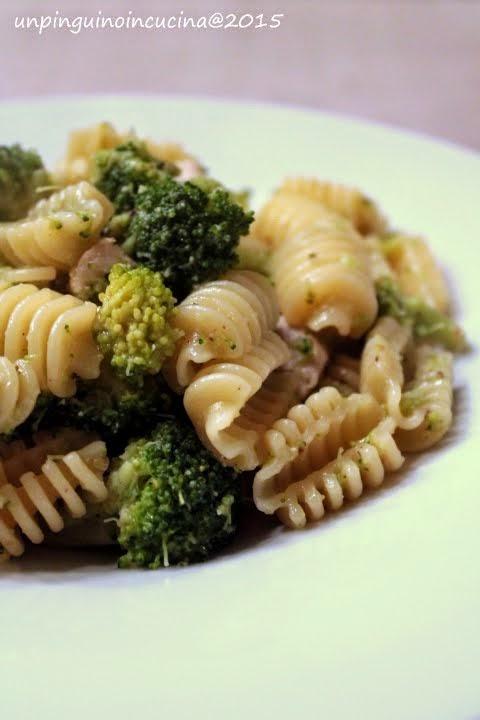 Radiatori con pesce spada, broccoletti e pesto di pistacchi