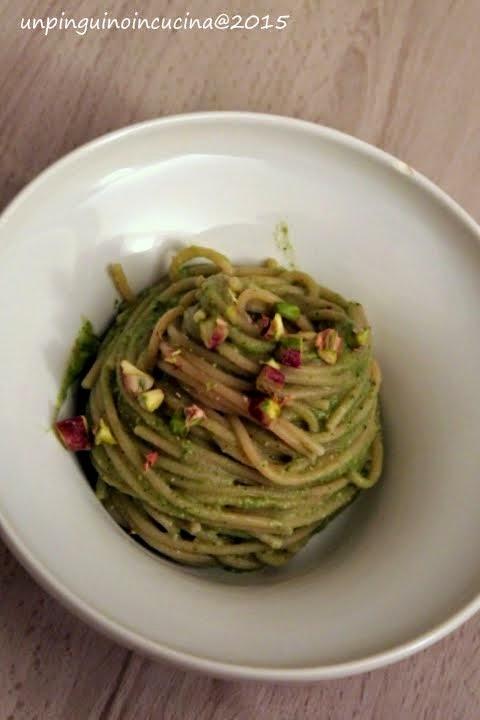 Spaghetti al kamut con pesto di broccoletti e pistacchi