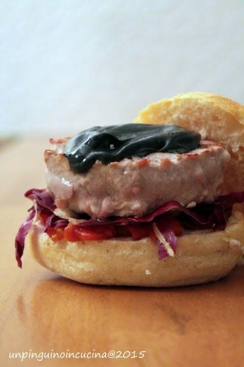 Burger di tonno, caprino e maionese nera