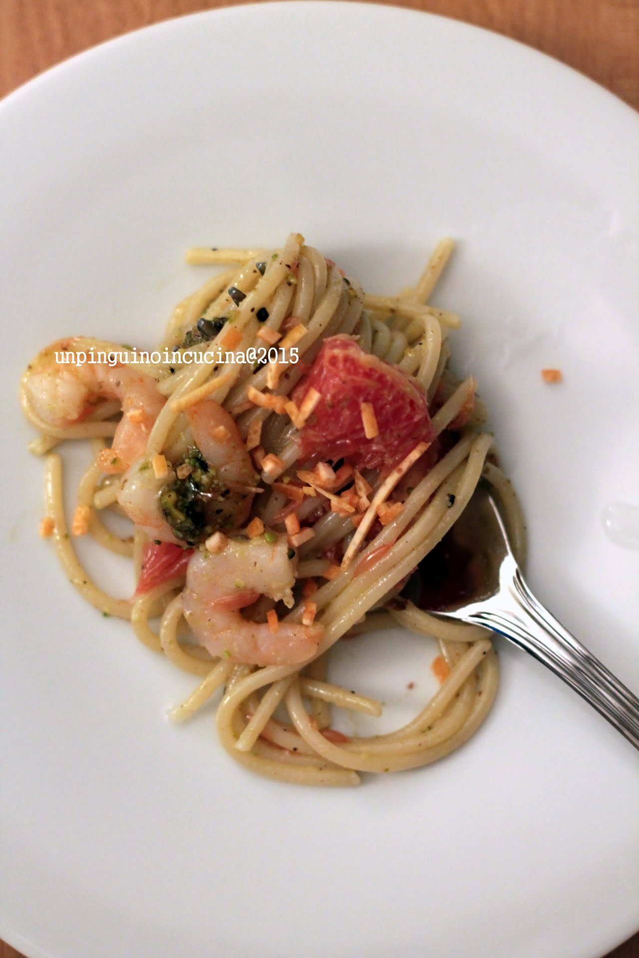 spaghetti-kamut-con-pistacchi-gamberi-e-pompelmo