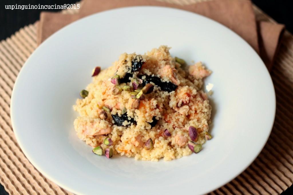 couscous-salmone-albicocche-e-prugne-secche
