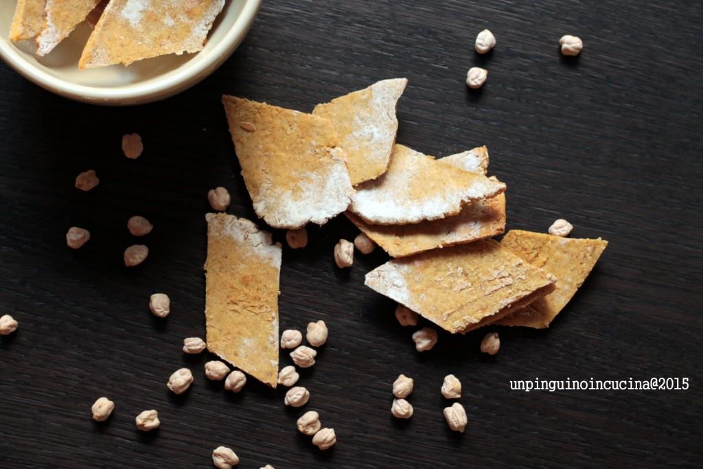 cracker-di-ceci-con-burro-al-lime-e-salmone-affumicato