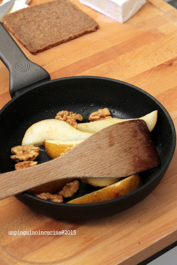 bruschette-pere-caramellate--brie-e-noci