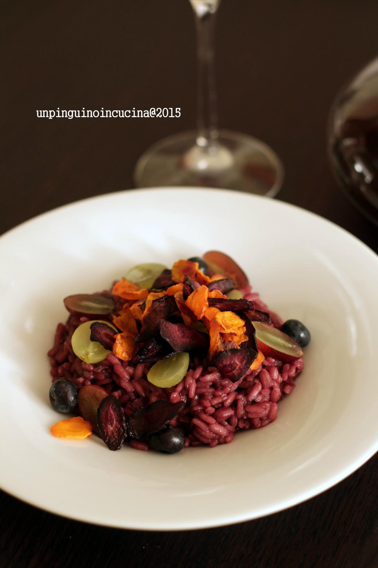 risotto-al-vino-rosso-con-uva-mirtilli-e-chips-di-carota