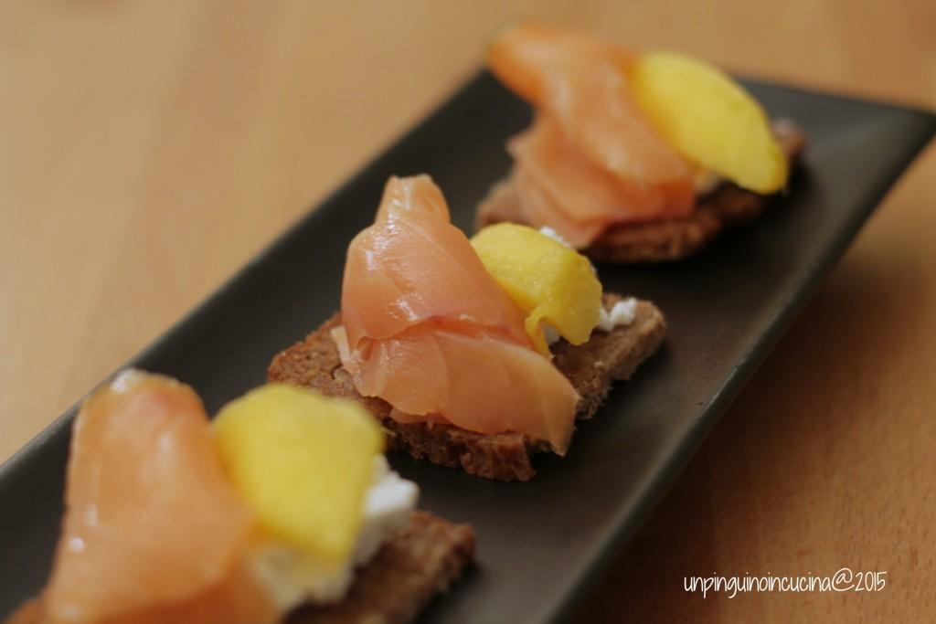 canape-robiola-salmone-e-mango_4