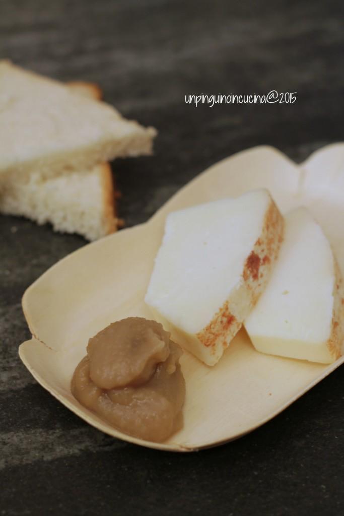crostini-con-pecorino-e-crema-di-pere-e-castagne