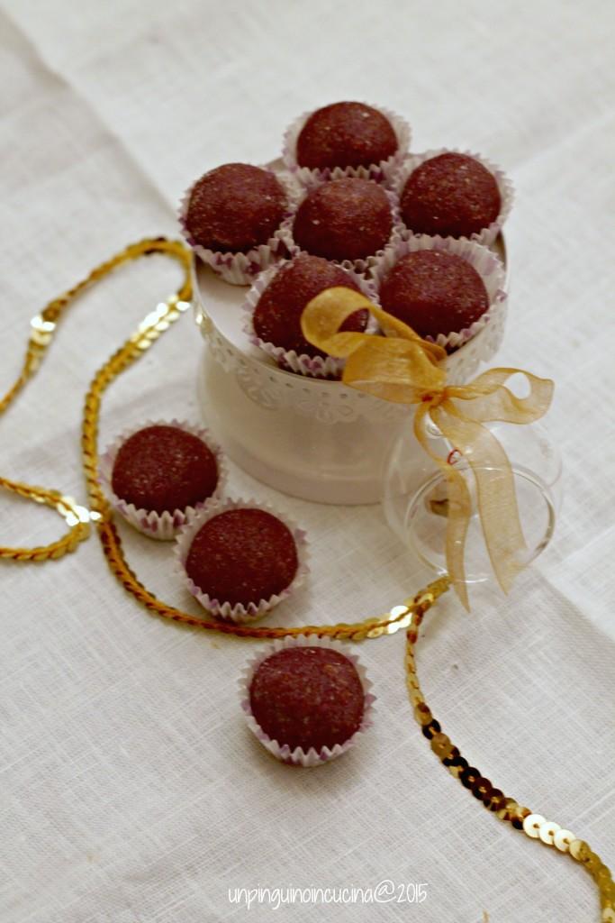 tartufini-ai-mirtilli-con-savoiardi-e-cioccolato-bianco