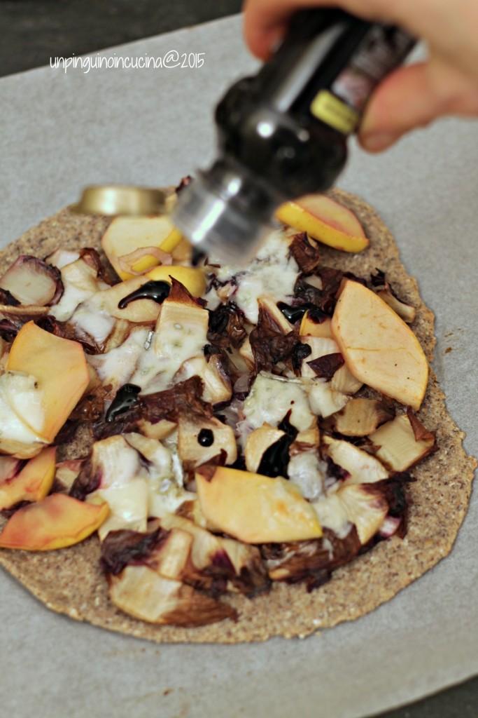 flammkuchen-radicchio-mele-e-gorgonzola