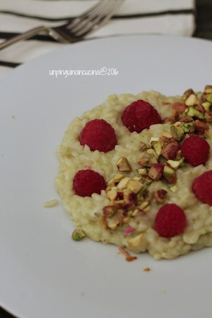 risotto-al-pesto-di-pistacchi-e-lamponi