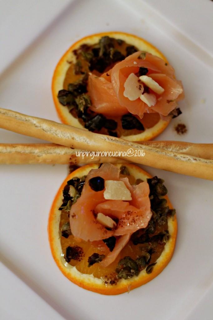 salmone-marinato-con-arance-olive-e-capperi