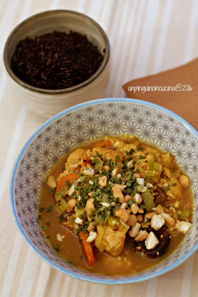 pollo-al-curry-con-prugne-e-anacardi