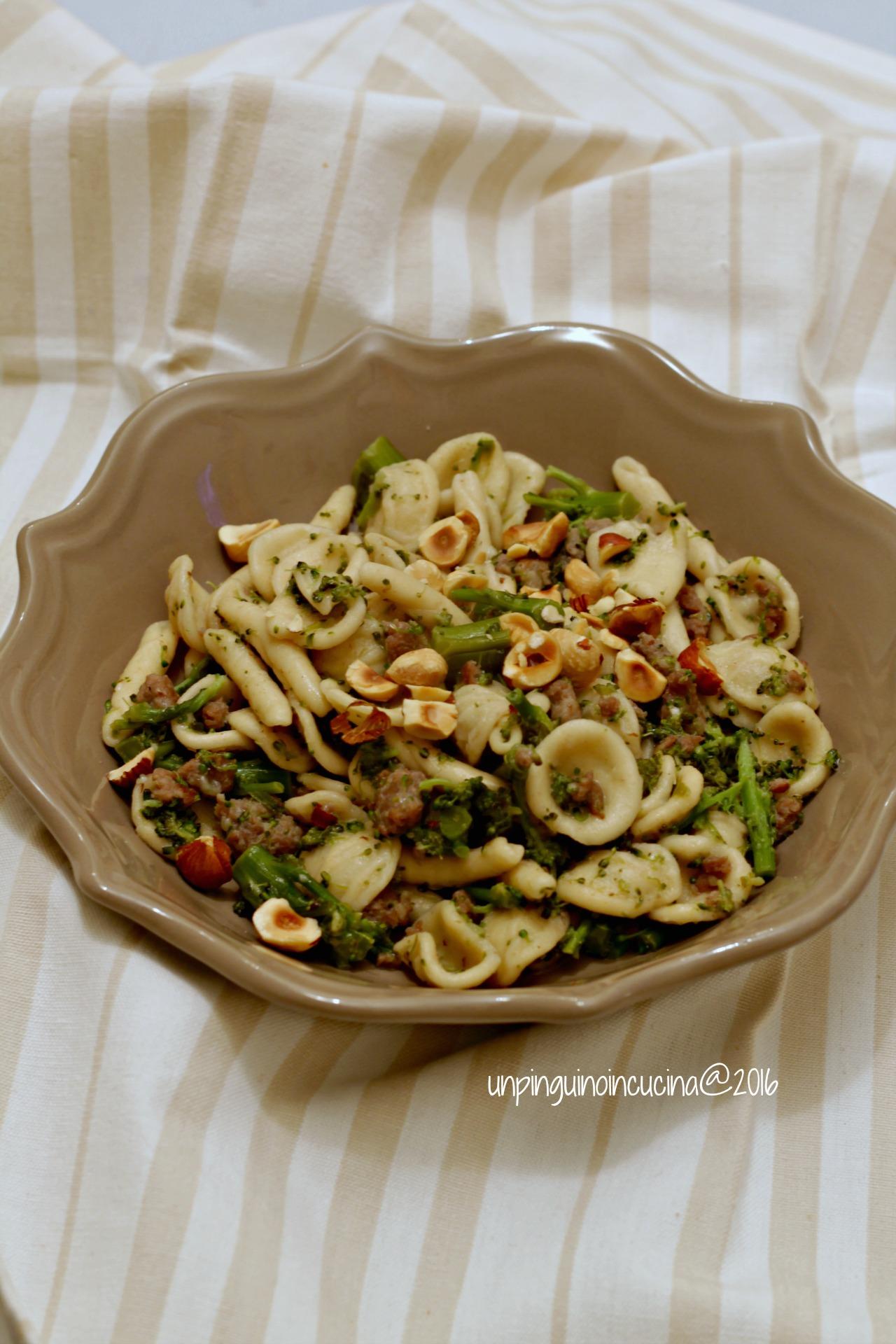 orecchiette-broccoli-viola-salsiccia-nocciole