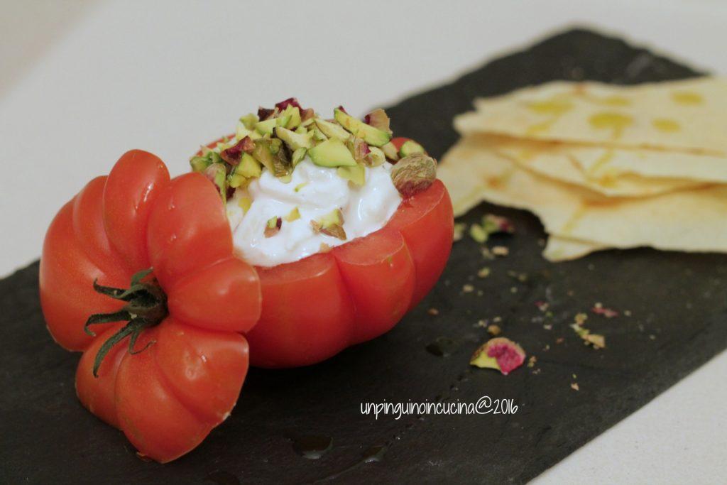 pomodoro-costoluto-stracciatella-e-pistacchi