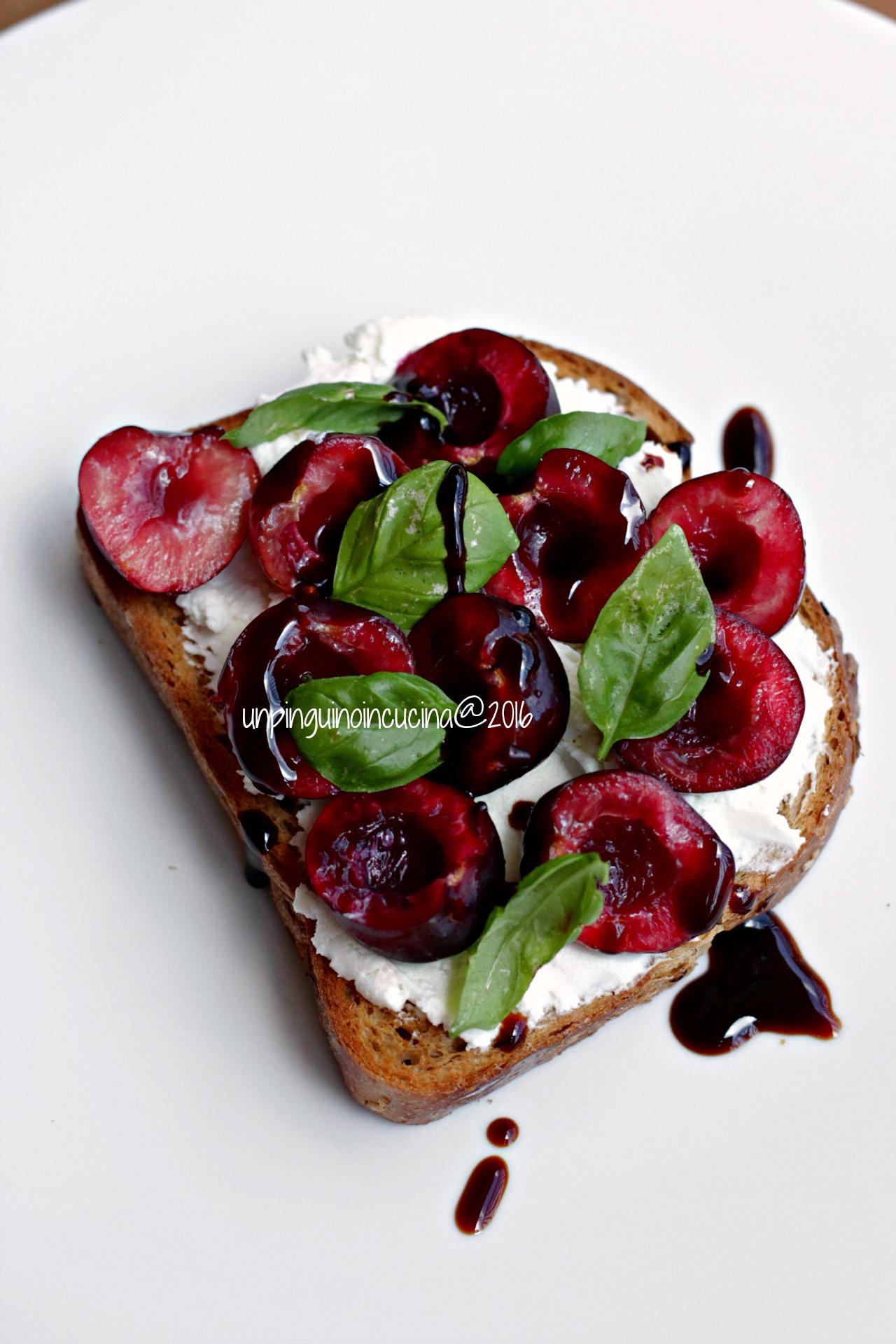 bruschette-caprino-ciliegie-e-balsamico