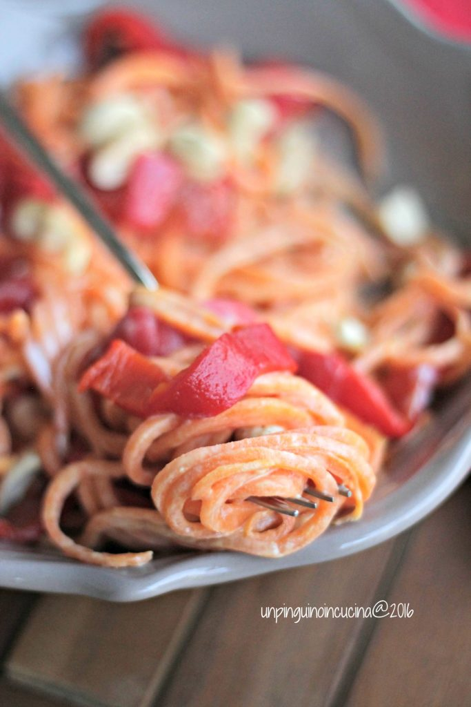 noodles-di-patata-americana-con-peperoni-e-latte-di-cocco