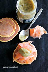 pancake-alla-patata-americana-con-salmone-e-senape-all'aneto
