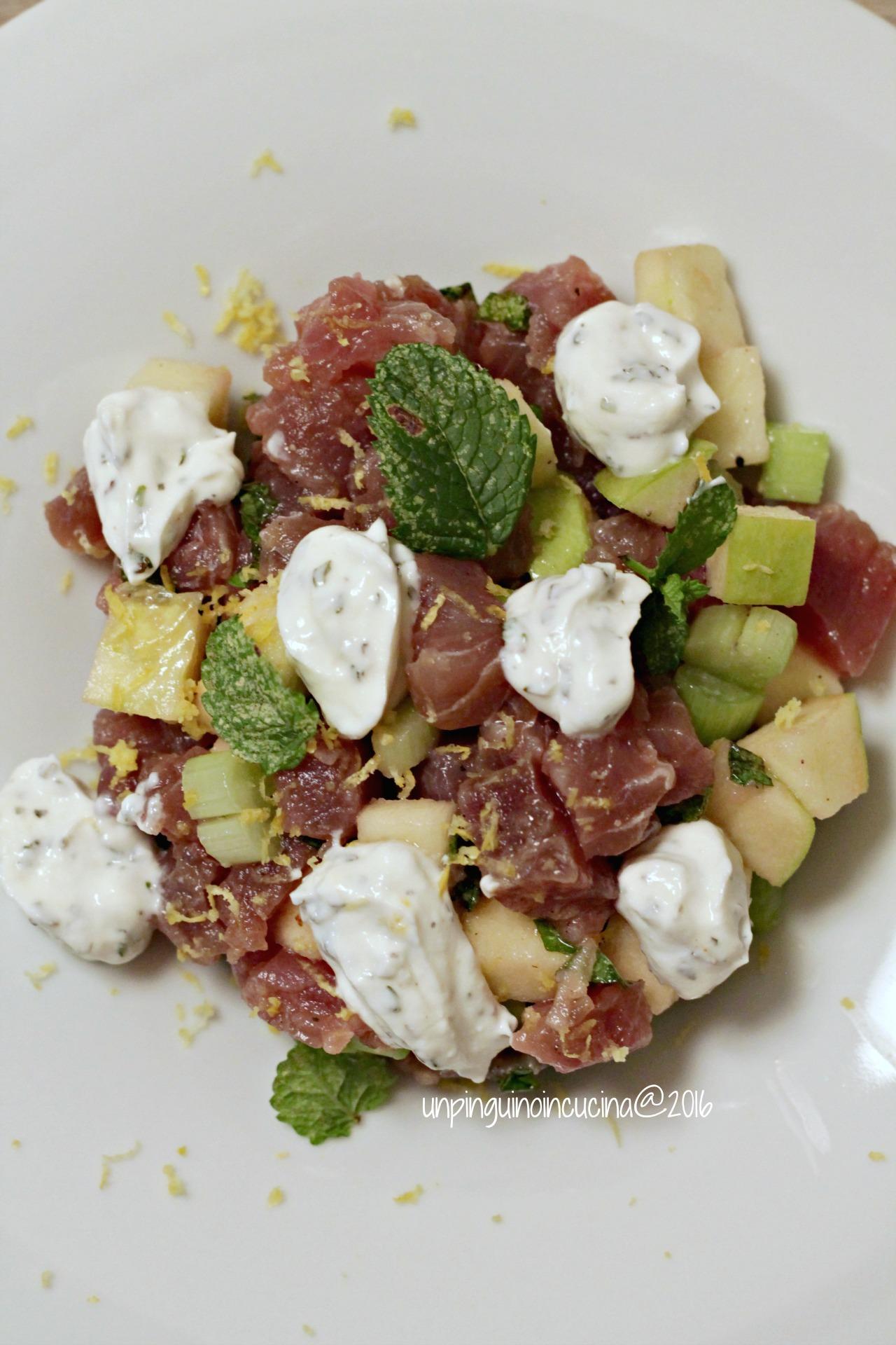 tartare-di-tonno-con-mela-verde-e-yogurt