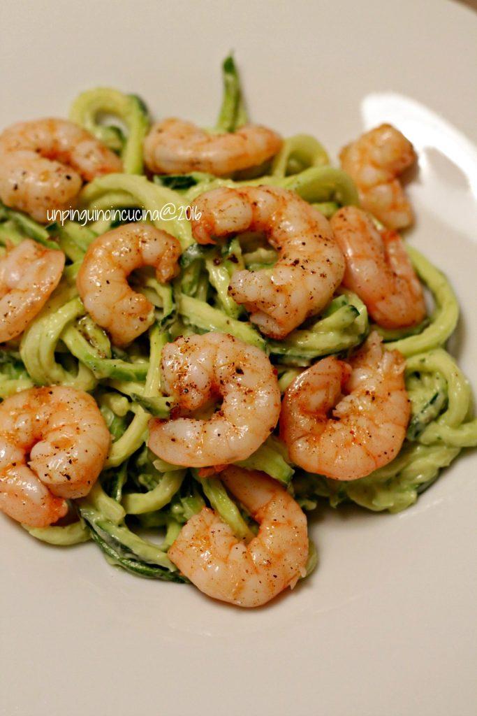 zucchini-noodles-con-avocado-e-gamberi