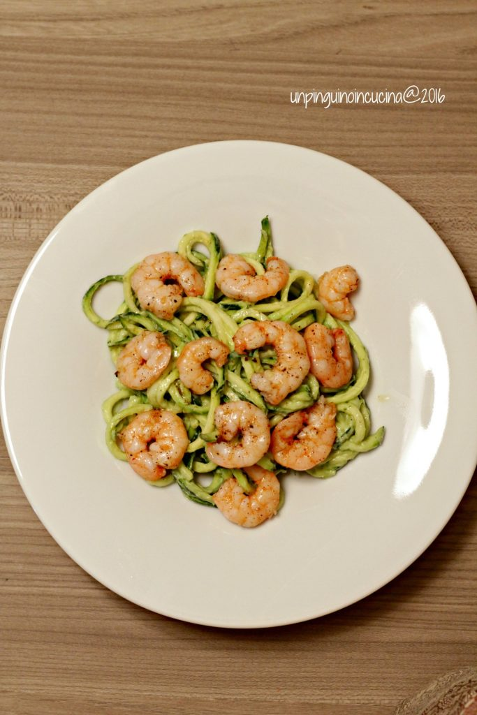 zucchini-noodles-con-avocado-e-gamberi_3