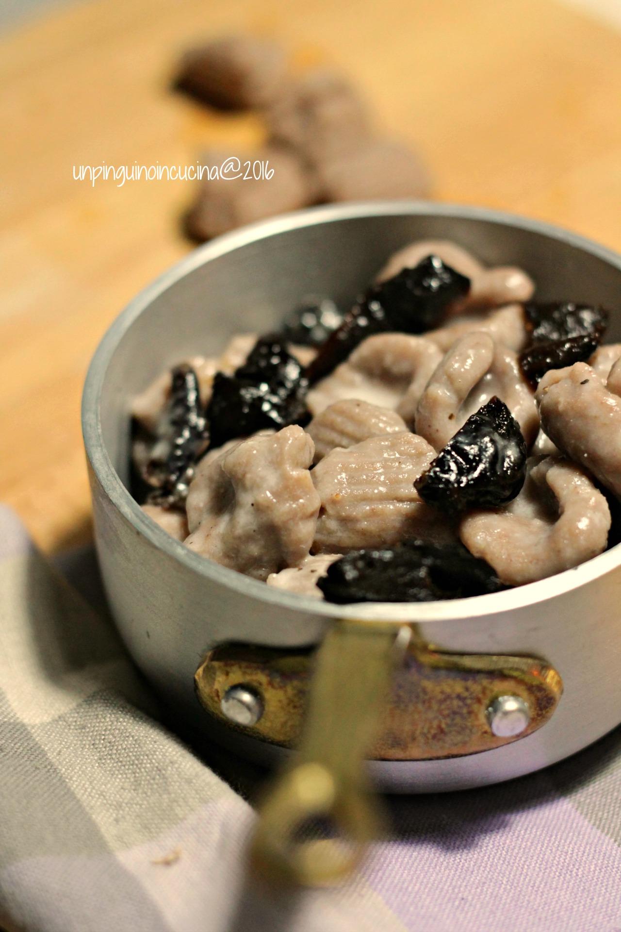 gnocchi-castagne-cacio-e-pepe-con-prugne-secche