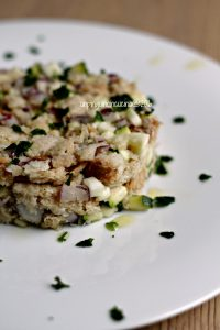 panzanella-di-zucchine-con-salsa-allo-yogurt