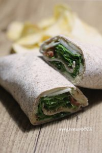 wrap-hummus-mela-verde-rucola-pomdori-secchi