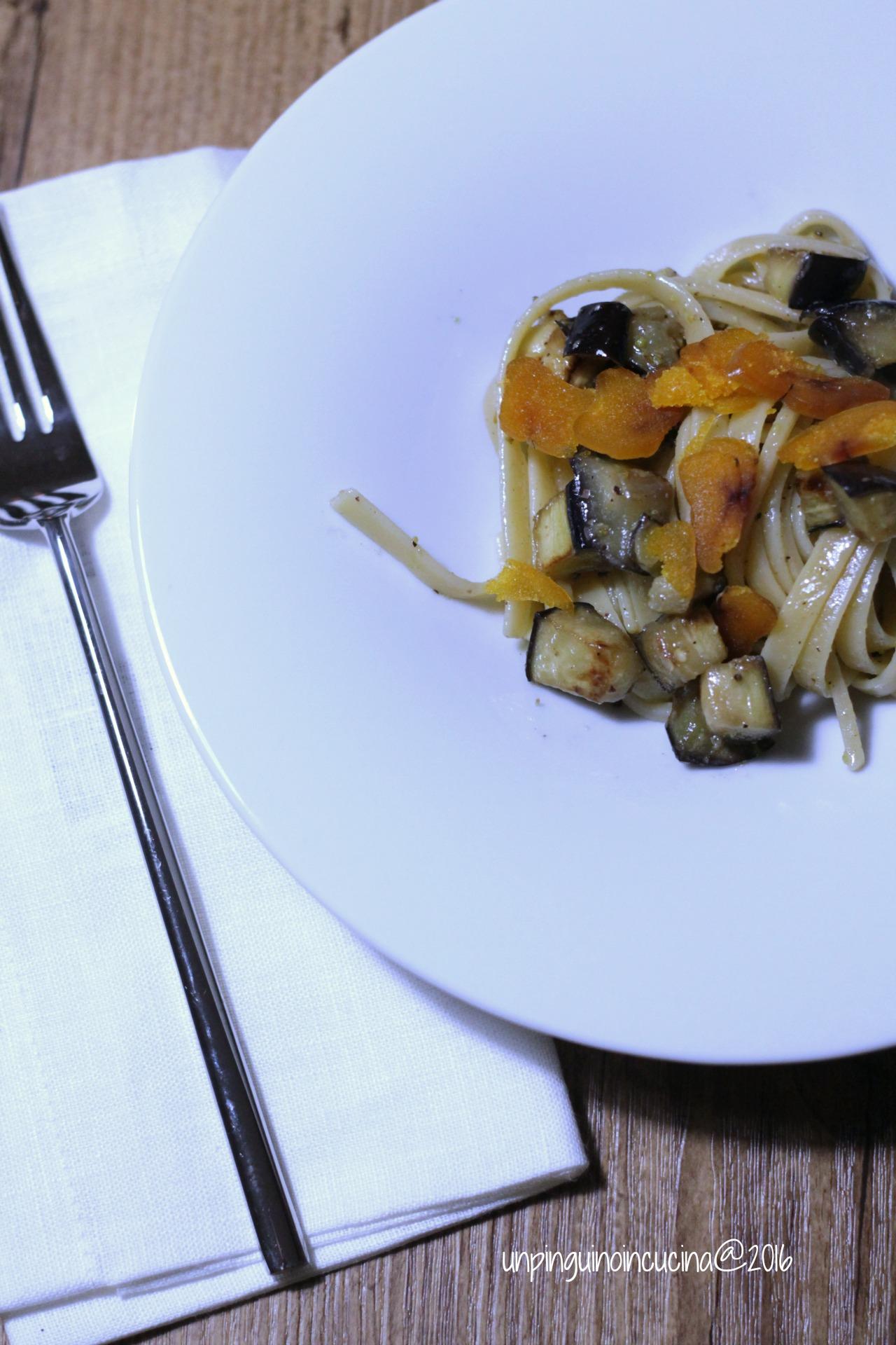 fettucce-grano-duro-con-melanzane-pesto-di-pistacchi-e-bottarga