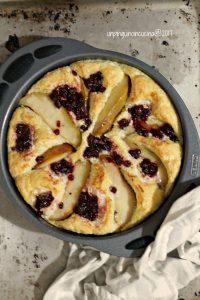 omelette-al-forno-brie-pere-e-mirtilli-rossi
