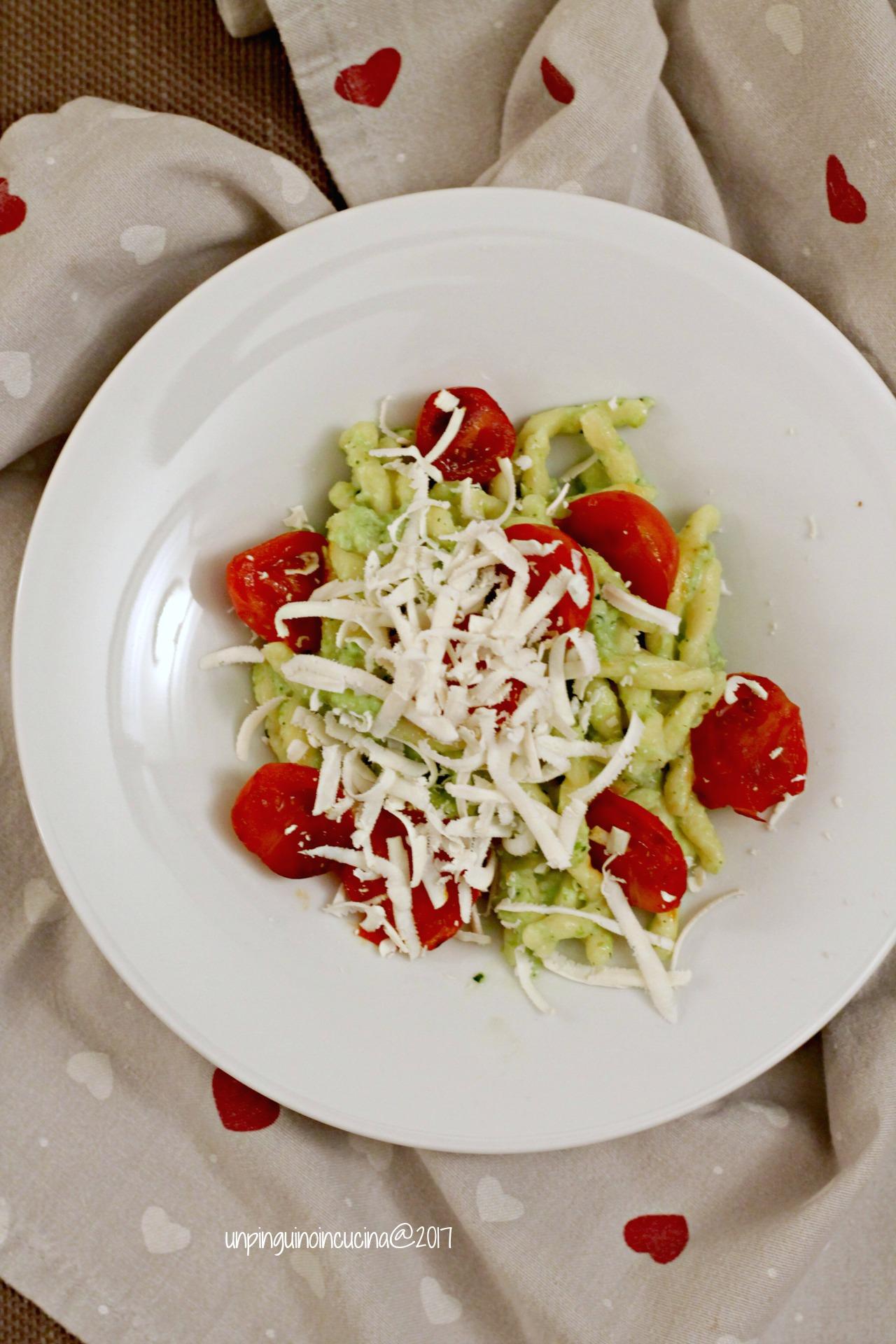 strozzapreti-pesto-di-fave-pomodorini-caramellati
