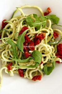 zoodles-crema-di-tonno-e-pomodori-secchi