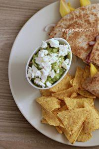 quesadillas-chèvre-e-mango-con-guacamole-ai-pinoli-e-feta