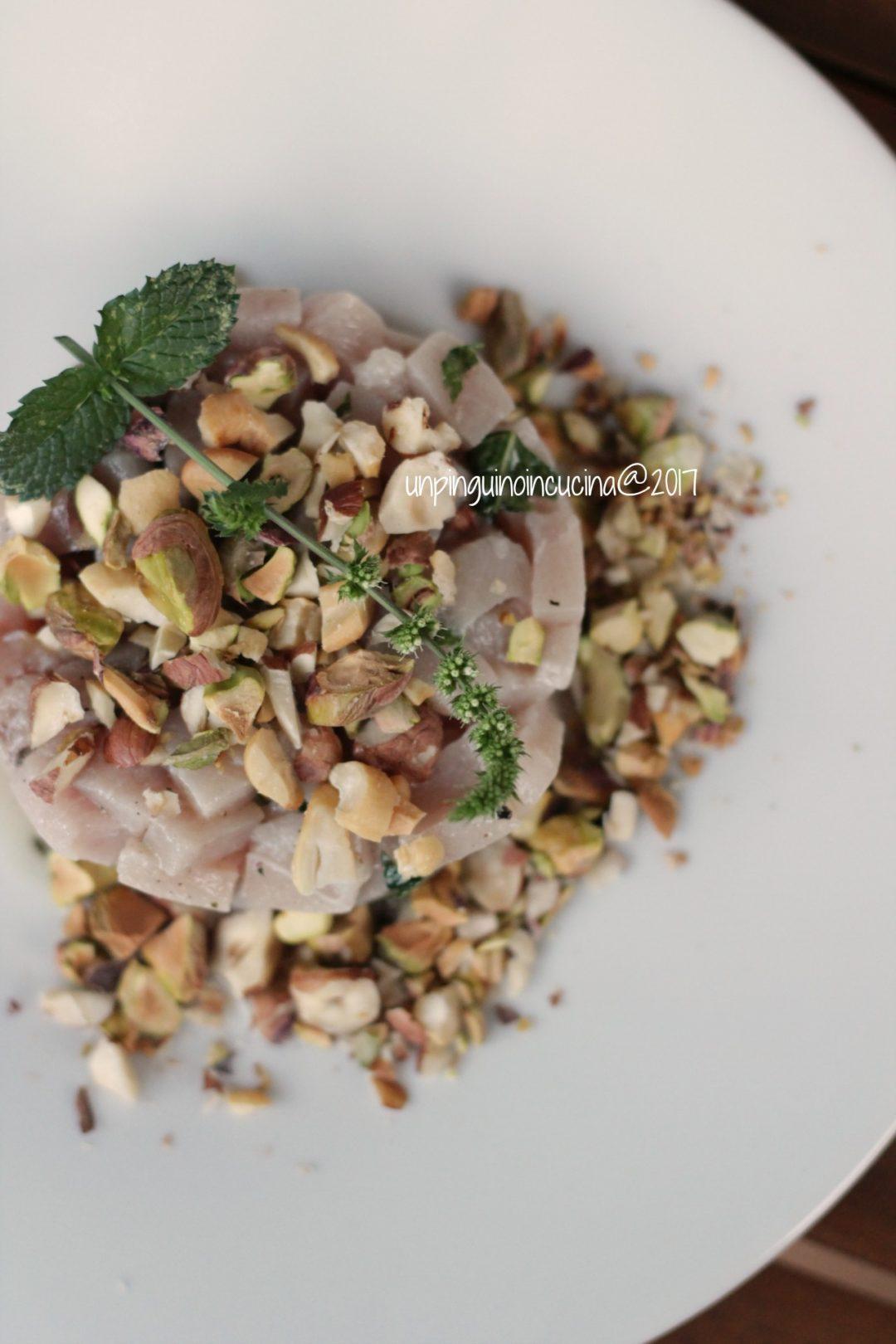 tartare-di-spada-con-nocciole-mandorle-pistacchi-e-menta