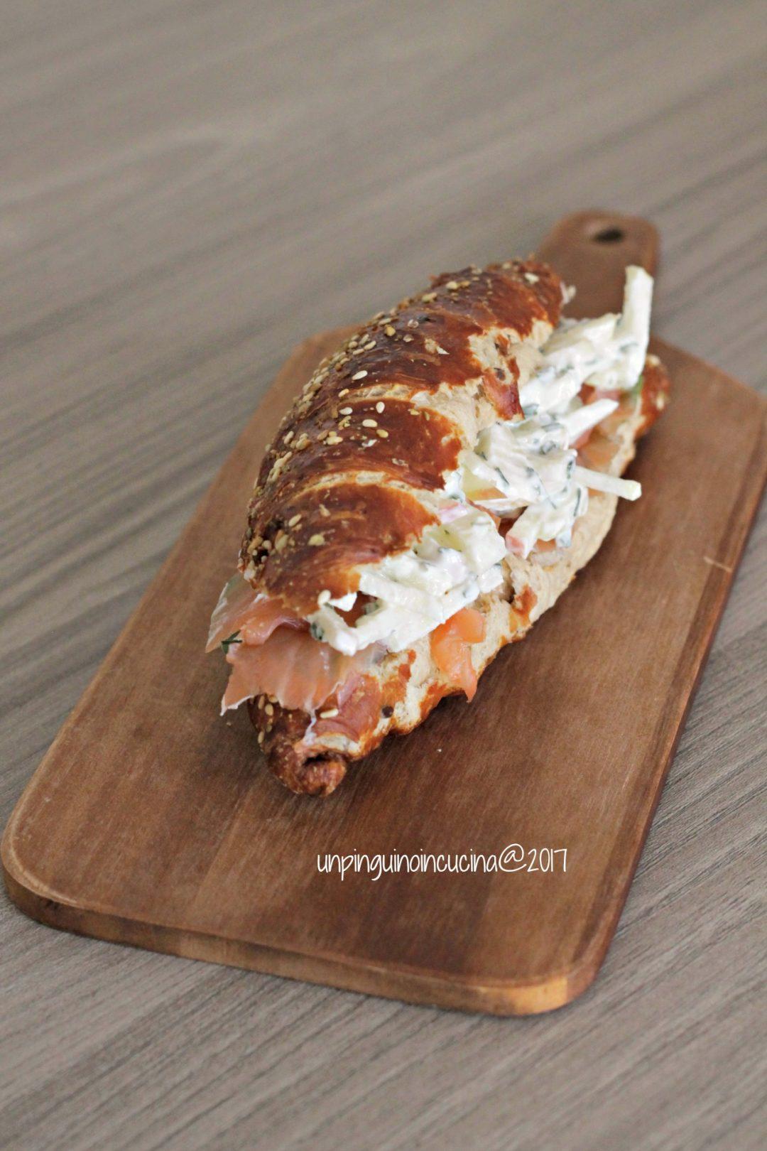 brioche-salata-salmone-coleslaw