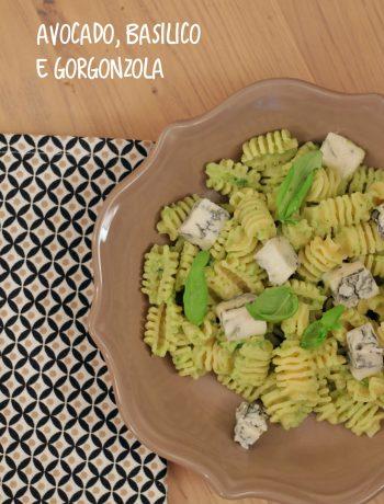 pasta-con-crema-di-avocado-basilico-e-gorgonzola-piccante