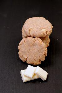 biscotti-al-burro-salato-e-cioccolato-bianco