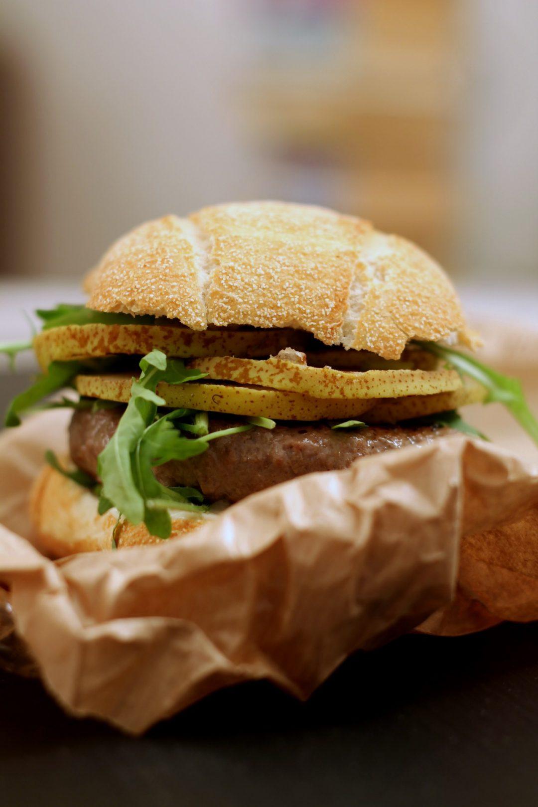 burger-di-maiale-con-pere-e-gorgonzola