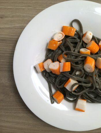 linguine-nero-di-seppia-burro-salato-e-surimi