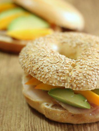 bagel-spada-affumicato-mango-e-avocado