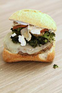 burger-broccolo-provola-patata-americana-e-maionese-leggera
