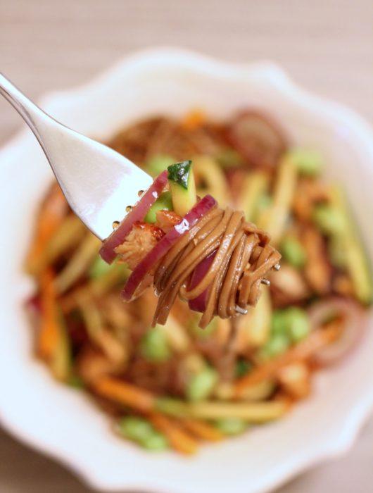 soba-noodles-con-salmone-e-verdure-teriyaki