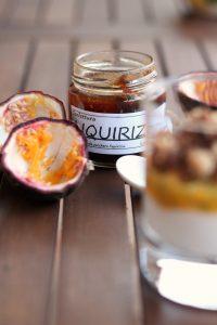 yogurt-frutto-della-passione-e-crumble-alla-liquirizia