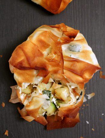 fagottini-pasta-fillo-con-zucchine-patate-feta-e-timo