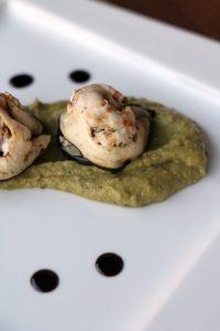 ravioli-melanzane-feta-olive-su-crema-piselli-e-menta