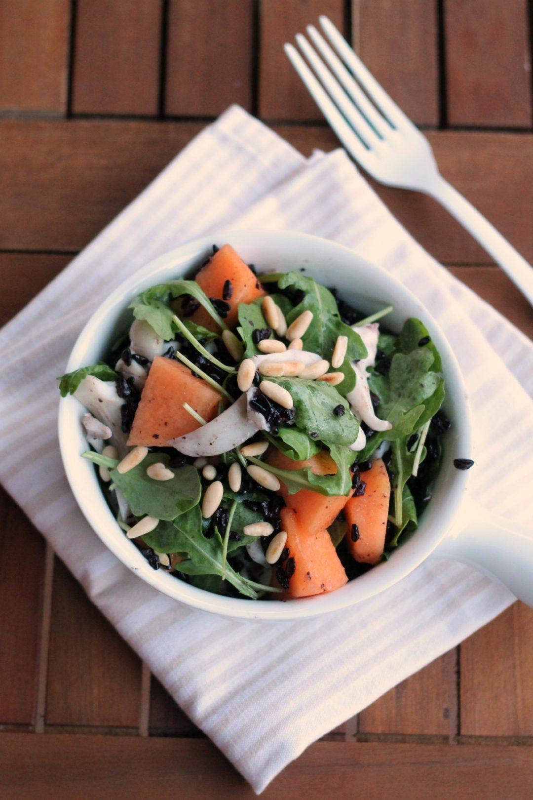 insalata-di-seppie-riso-venere-melone-rucola-e-pinoli